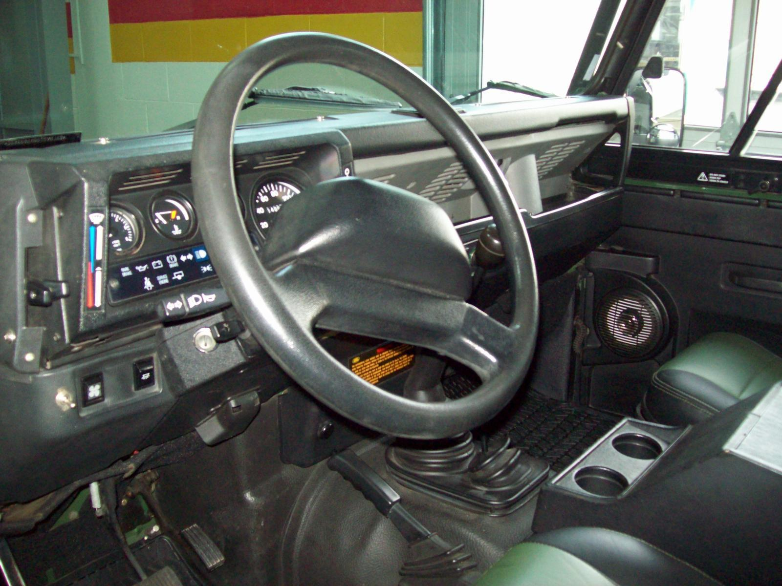 Land rover defender 90 usag vendre john scotti for Interieur defender 90